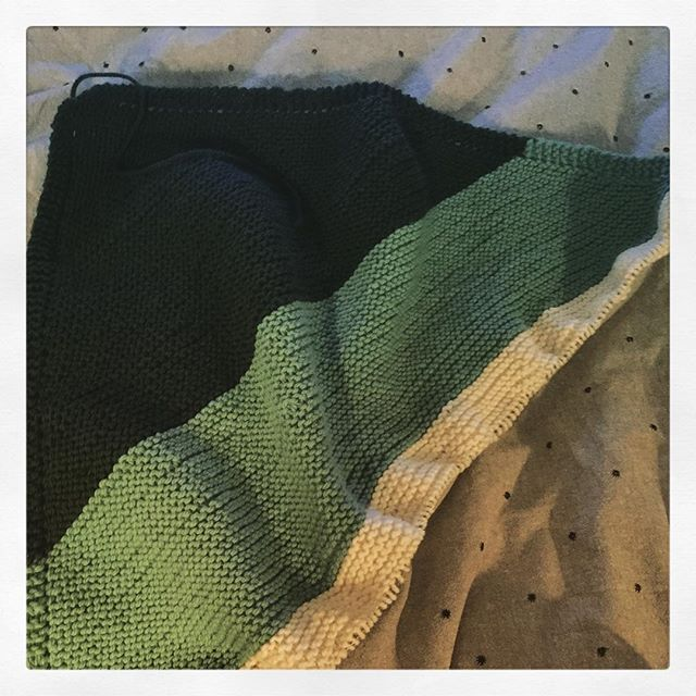 Current #wip is a garter stitch blanket knitted on the diagonal. From the #lionbrandyarns website this is the free #farnsworthblanket pattern. Only no babies in this house any more so will be making a larger lap blanket. Knitting with #quinceandco #lark. #knit #knitting #knittersofinstagram