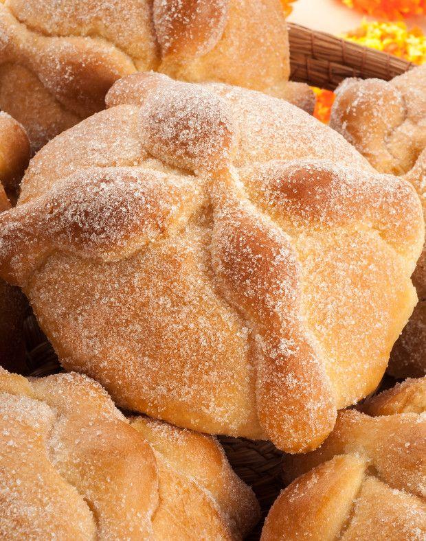 Te decimos paso a paso cómo preparar este pan típico pan de muerto ¡y qué hacer para que te quede delicioso! Hot Spots, Bread, Food, Gastronomia, Frases, Pan De Muerto, Chocolate Bunny, Brot, Essen