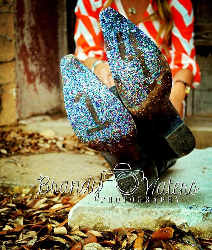 I really like this idea as long as I can get the glitter off the bottom of my boots!!