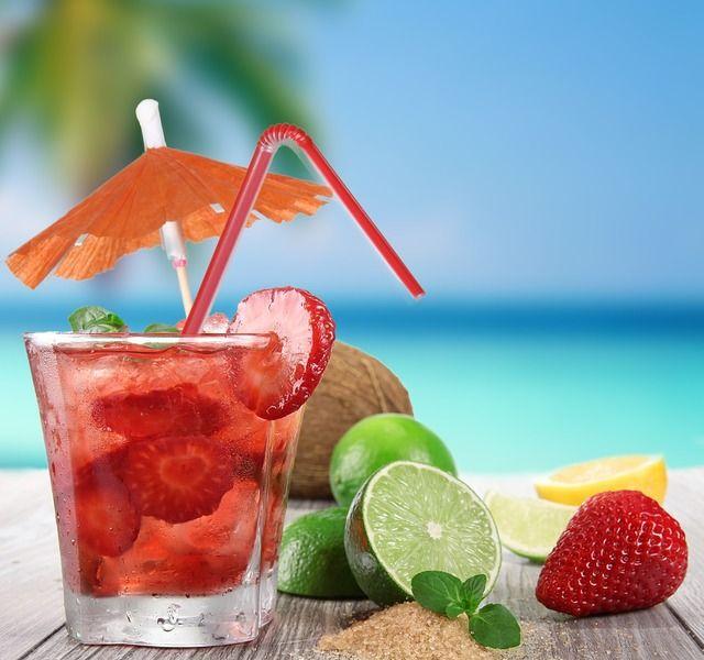 """Наконец-то теплые дни. А мы подготовили для вас ТОП-5 рецептов летних коктейлей от известных кафе и ресторанов Краснодара. ТОП-5 видео, на которых бармены и бариста готовят освежающие напитки лето-2017. Смотрите на krasnodar.vibirai.ru и в мобильном приложении """"Выбирай"""".  #рецепты #коктейли #лето #солнце #красота #наслаждение #вкусныйнапиток #красота #хорошеенастроение #такаяпрофессия #праздник #идеядля свидания"""
