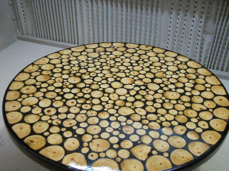 Tavolo in legno e resina