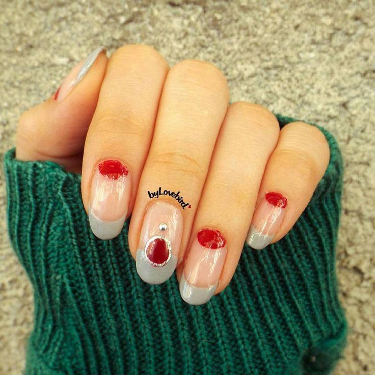 Minimalist nail art byLovebird   #gray #minimalist #minimal #minimalistnails #minimalistnailart #negativespace #negativespacenailart #nails #nailart #naildesign #nailideas #notd