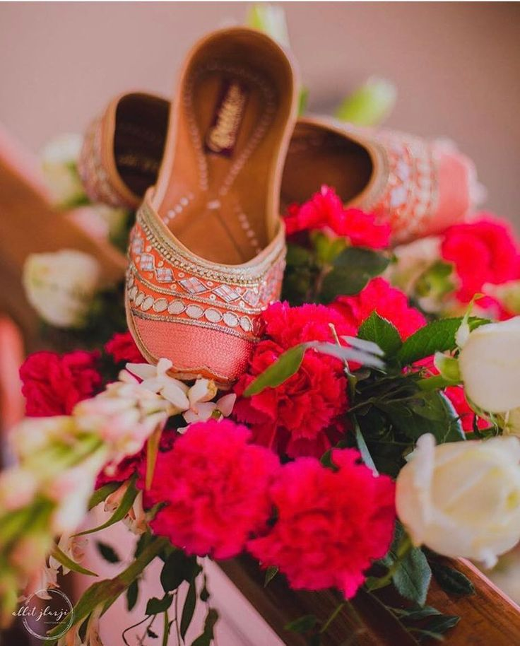 Jutti love - Pretty & comfortable! #indianwedding #bridalfootwear #jutti #flats #shaadisaga