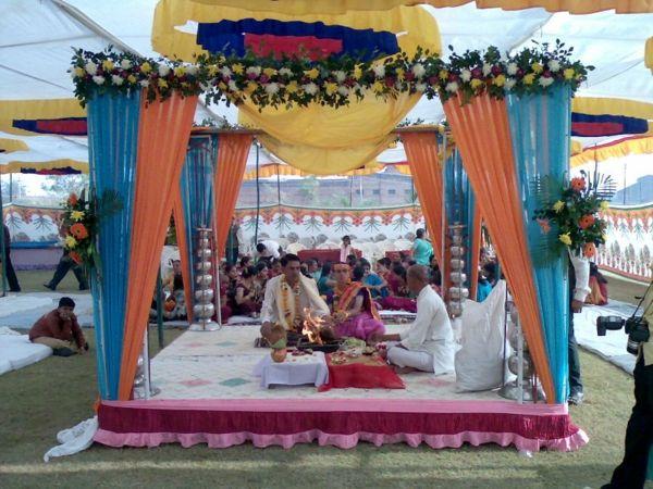 Schöne Dekoideen für extravagante Hochzeitsdekoration - extravagante-Hochzeitsdekoration indische verlobung orientalisch wedding table decoration