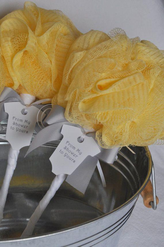 Gelbe und graue Babyrassel-Bad-Hauch-Babyparty-Bevorzugung mit Umbau   – Kirsten's baby shower