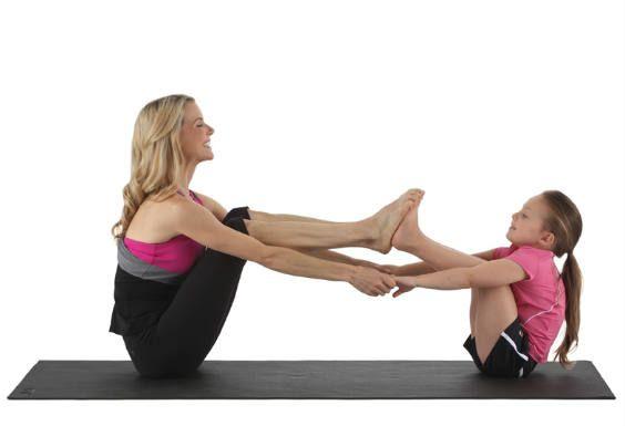 Kristin McGee yoga partner boat pose Stoomboot houding