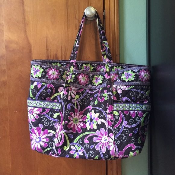 Extra Large Vera Bradley Travel Bag Extra Large Vera Bradley Travel Bag. Very big and perfect for traveling or a multi child diaper bag. 4 external pockets, 6 internal pockets, and key clip. Wonderful condition, only thing of note is that internal cardboard base is in new pieces but still does the job. Vera Bradley Bags Travel Bags