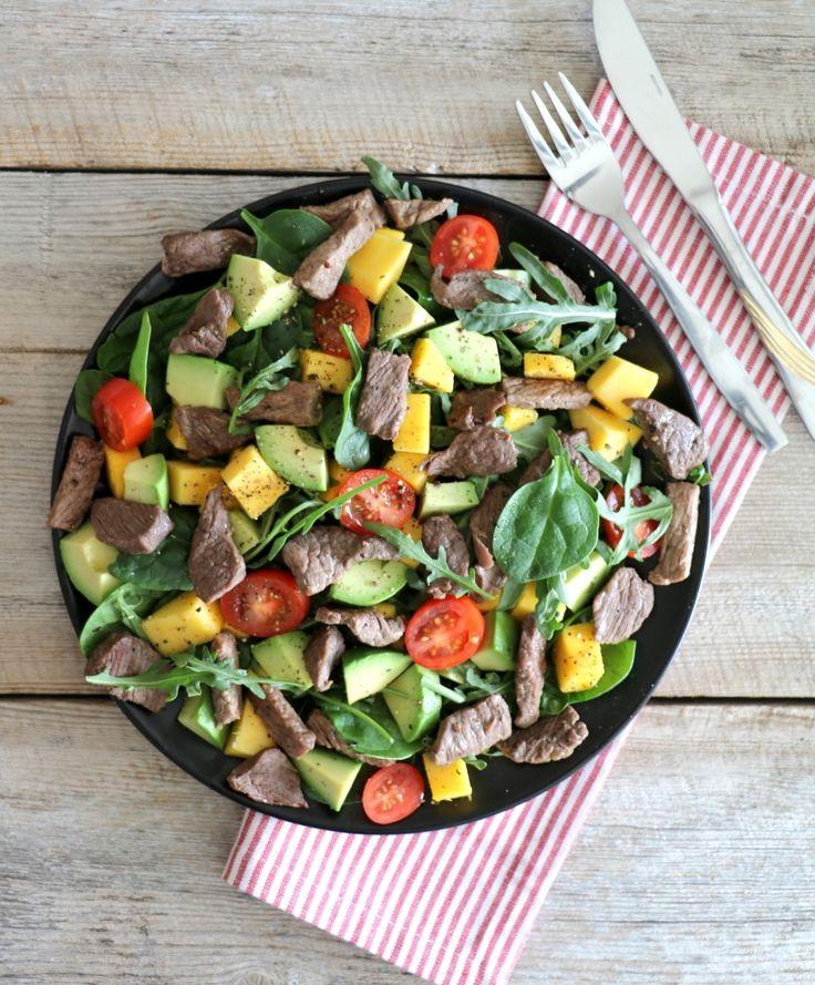 Hei! I dette deilige sommerværet smaker det ekstra godt med friske salater til lunsj eller middag. Med dei rette ingrediensene kan salat bli eit fullverdig, smakfult og mettande måltid for både små og store. Idag har eg en variant til dere med biff, mango og avokado, en knallgod kombinasjon som smakte veldig godt en fredagskveld …