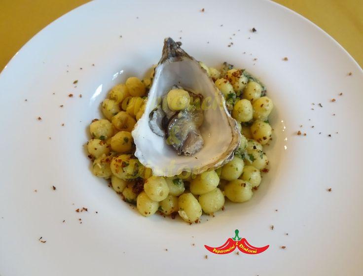 Gnocchetti, Ortiche, Ostriche e Dragoncello, vi presento un primo gustoso, ho unito gnocchetti con un sugo preparato con vongole e ostriche.
