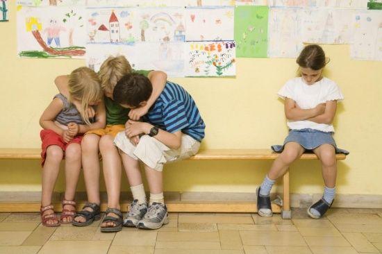 Aki kapcsolatok nélkül ül egy osztályban, az láthatatlan | Kölöknet