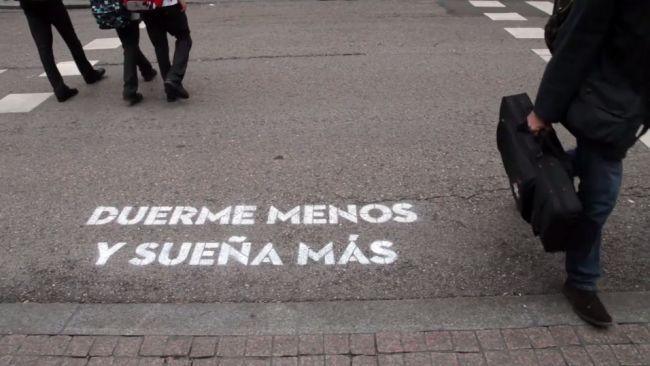 """""""Duerme menos y sueña más"""".  Boa Mistura, acción poética en Madrid."""