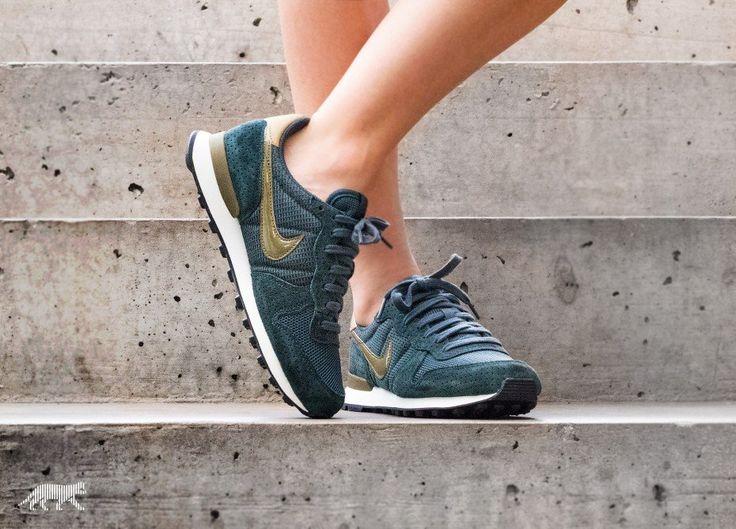 Nike Wmns Internationalist SE (Seaweed / Olive Flak)