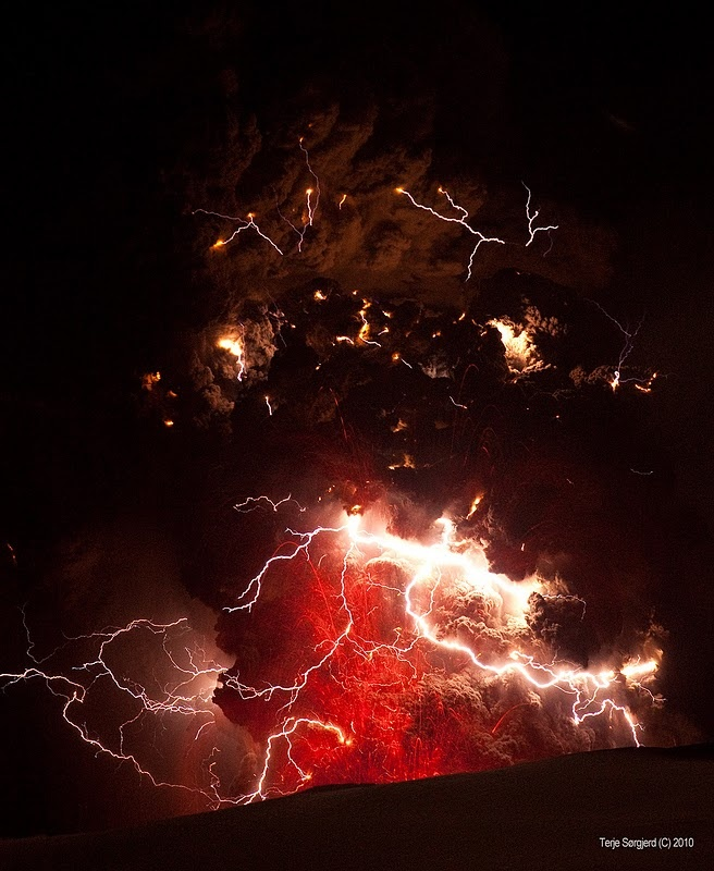 Fire in the sky.. (Volcano): Lightning, Volcanoes, Icelandic Volcano, Nature S, Mother Nature, Photo, Fire