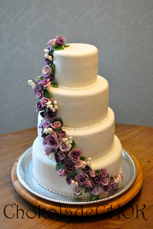 Beautiful cake with flowers.