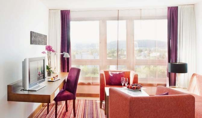 Mövenpick Hotel Zürich Airport The first class Mövenpick Hotel Zurich-Airport in Glattbrugg is completely renovated, has 333 spacious bedrooms and is well known for its large variety of restaurants. The hotel is also an ideal... #Hotel  #Travel #Backpackers #Accommodation #Budget