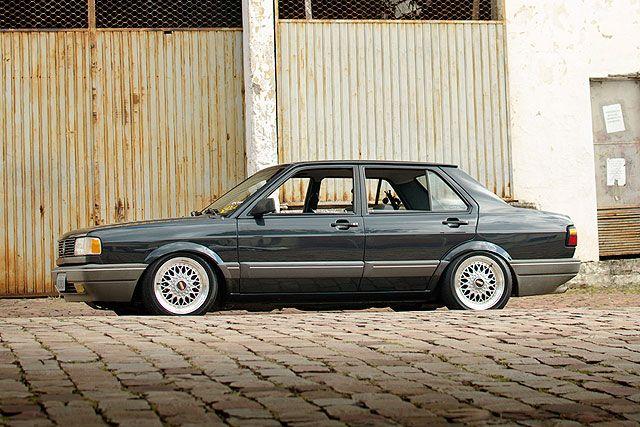 Volkswagen Voyage, ano 1995, modelo importado da Argentina. Customizações: Rodas aro 15 e suspensão rebaixada fixa preparada. Enviado por Emanoel Vieira