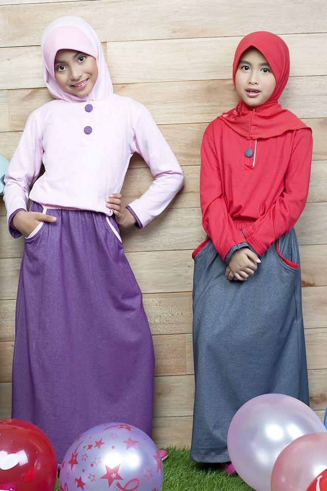 Busana Anak : Ukhti Kids UK57 | TOKO ABAA Gamis anak perempuan bahan kombinasi cotton combed dengan denim spandex aksen kancing dan kantong di kiri dan kanan. (Rp. 205.000,-)