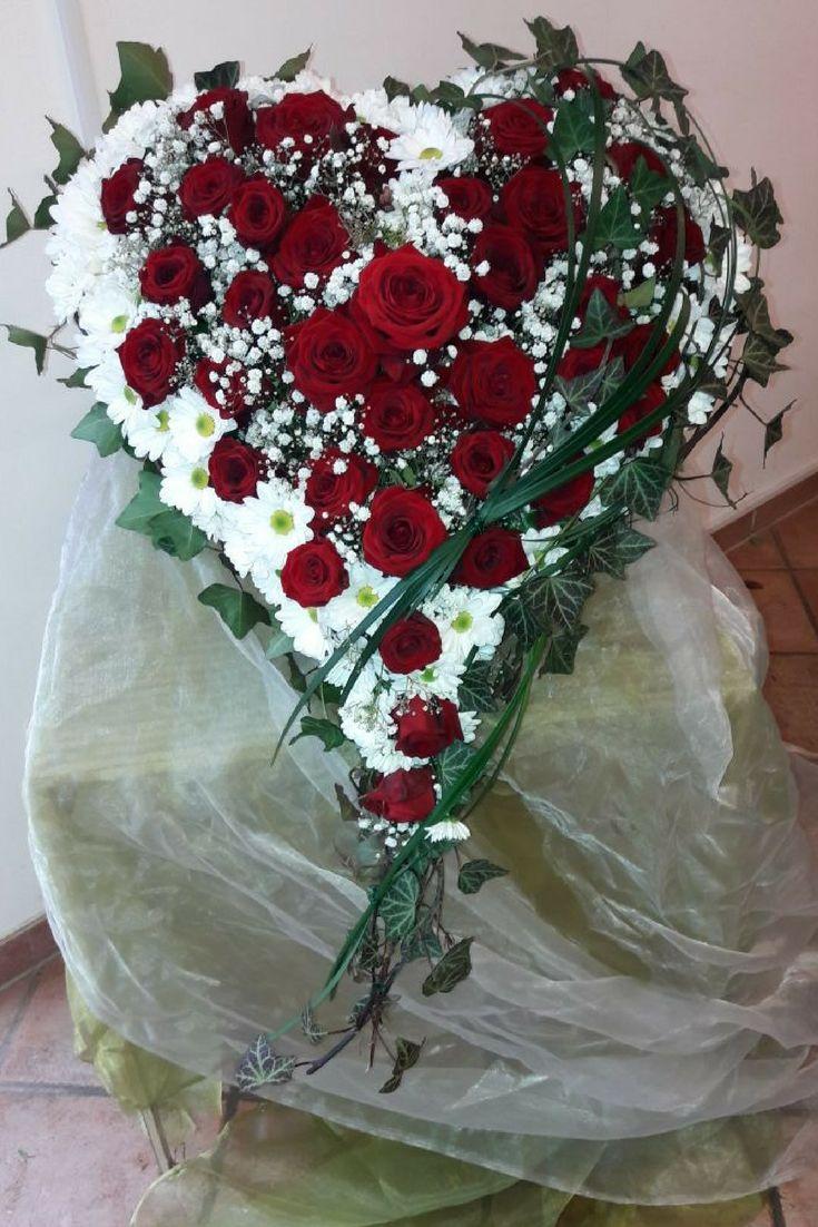 Trauerfloristik ist immer eine ganz besondere Aufgabe #blumen #floristik #trauer #rosen #gesteck