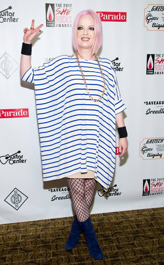 She Rocks Awards from Party Pics: Hollywood  Garbage singer Shirley Manson makes peace on the carpet.