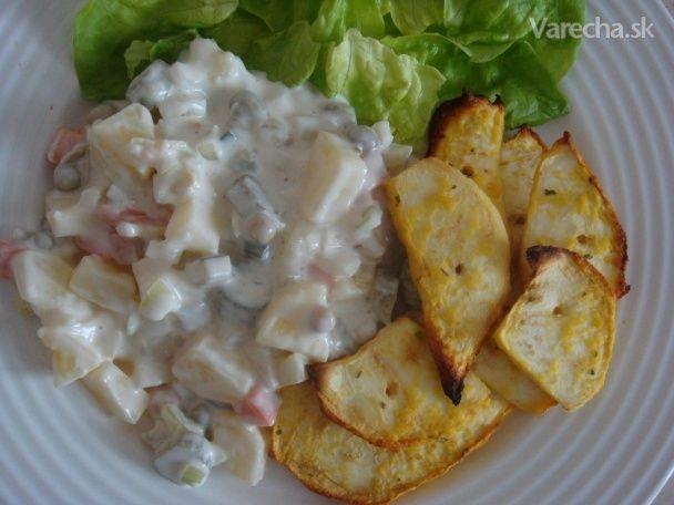 Vegánsky zemiakový šalát s vegezelerovou rybou