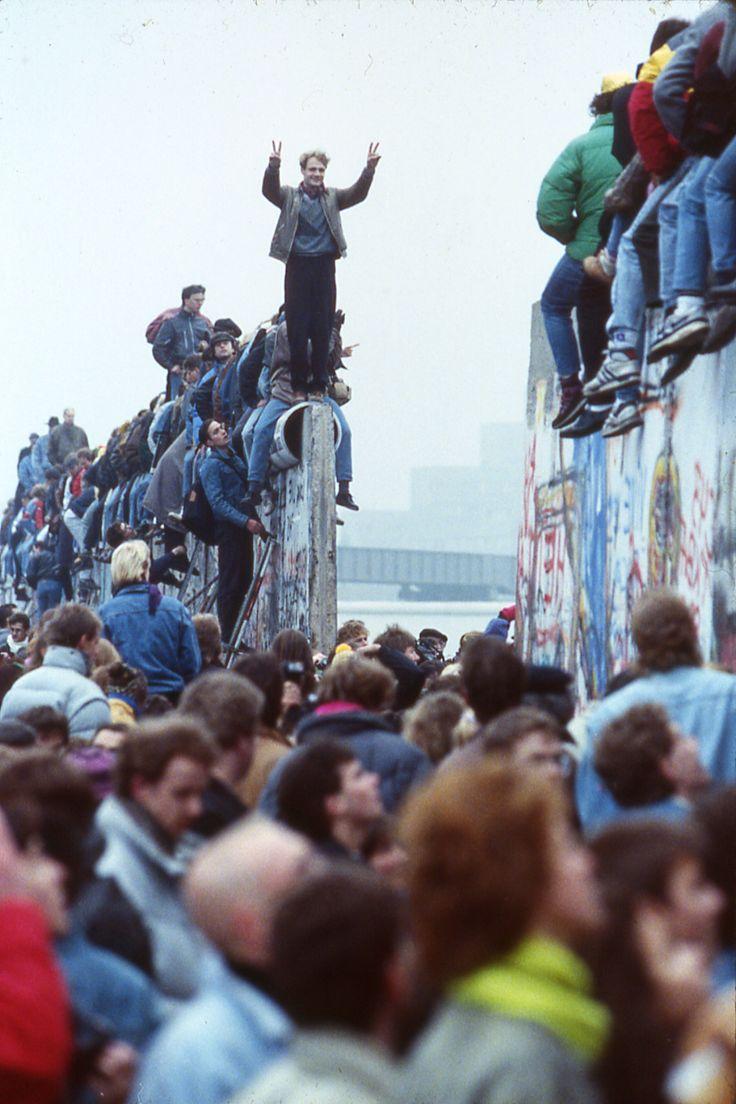 9 november om  half vijf 's ochtends de val van de Berlijnse muur in 1990