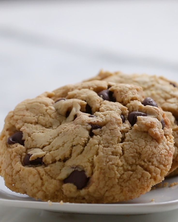 INGREDIENTS 1 package yellow cake mix 1 cup chocolate chips½ cup oil2 eggs PREPARATION 1. Combine cake mix, chocolate chips, oil, and eggs in a mixing bowl.2. Using an ice cream scoop or your hand, form golf ball-sized balls of cookie dough and transfer to a parchment paper-lined baking sheet. 3. Bake at 350°F/180°C for 10-12 minutes. 4. Enjoy!