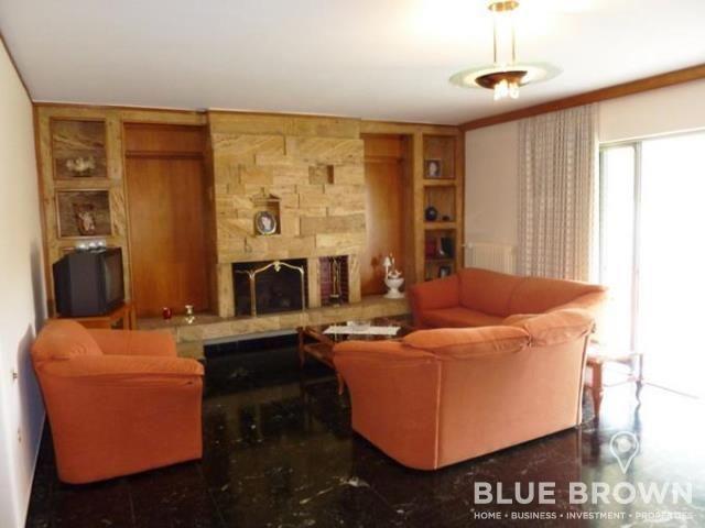 Στο Γκολφ Γλυφάδας πωλείται αυτό το οροφοδιαμέρισμα 132 τ.μ., 3ου ορόφου, με 3 υπνοδωμάτια, σαλόνι με τζάκι, αποθήκη, κήπο, μεγάλη βεράντα, διαμπερές, σε ήσυχη περιοχή...