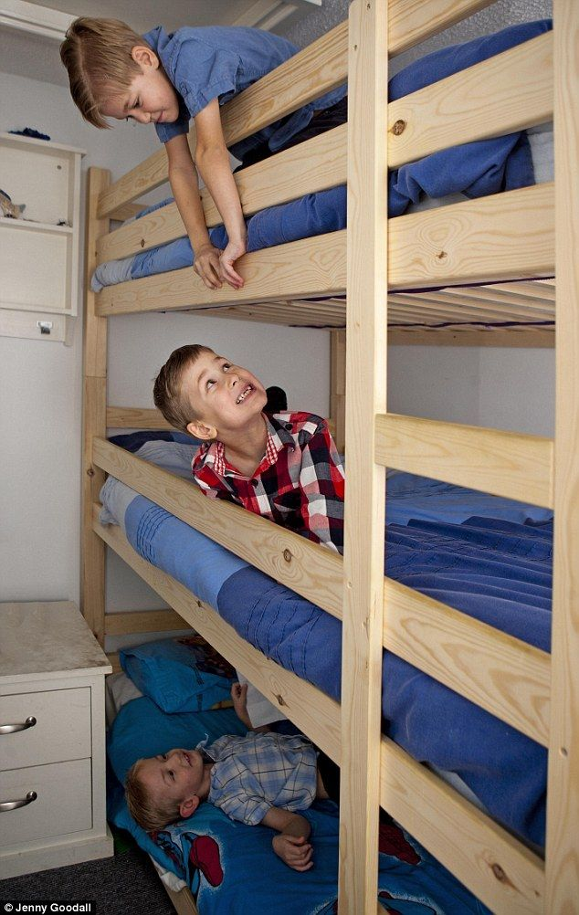 Cool 3 bunk bed!