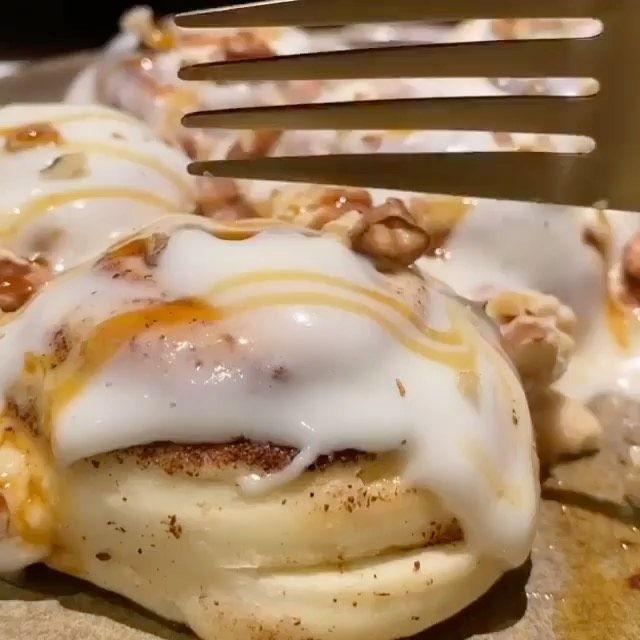 Um Adnan7 On Instagram سينابون طراوه ولذاذة وتذوب بالفم المقادير والطريقة نص إصبع زبدة ذايب 2بيض كوب ونص حليب المراع Food Eggs Benedict Breakfast
