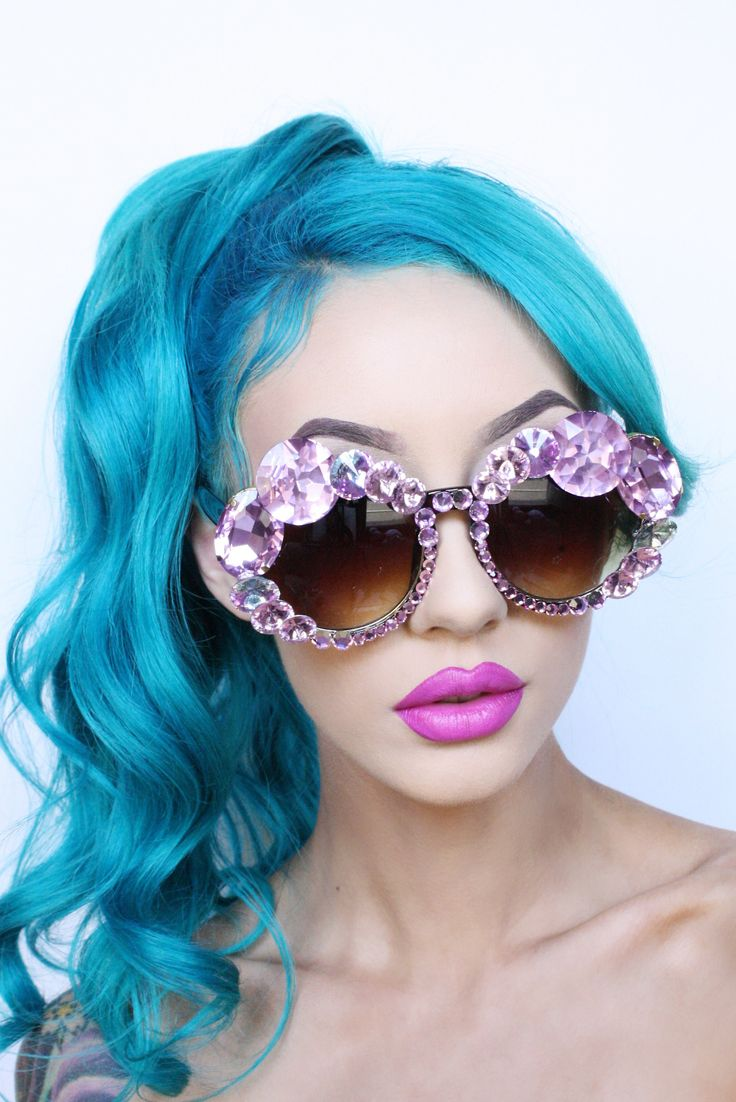 Love these jewelled sunglasses - they look amazing with her hair and lip colour x
