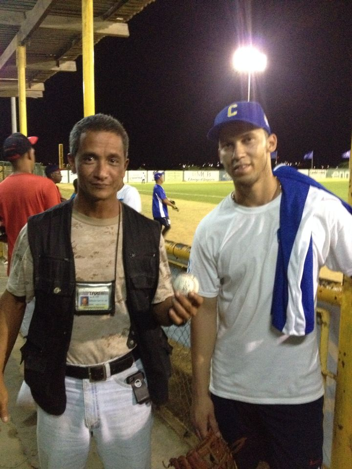 Big leaguer Andrelton Simmons, second time golden glove winner with Taxi Max.