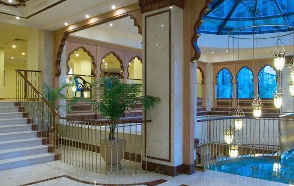 Avari Lahore Lobby http://www.travel-culture.com/pakistan/ht/Avari_Hotel_Lahore.shtml