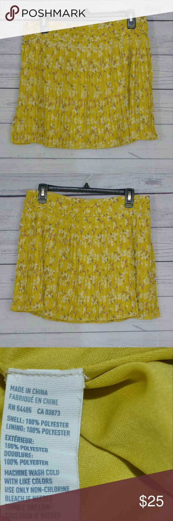 American eagle outfitters yellow floral size 8 Pre loved American eagle outfitters yellow pleated skirt size 8 American Eagle Outfitters Skirts Mini