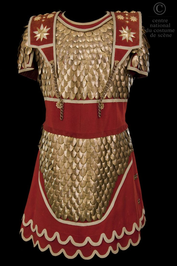 Breastplate red woolen cloth trimmed with scales, stars and vegetal elements to form copper metal.