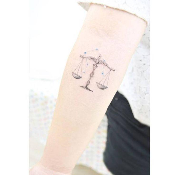 Tatouage constellation balance