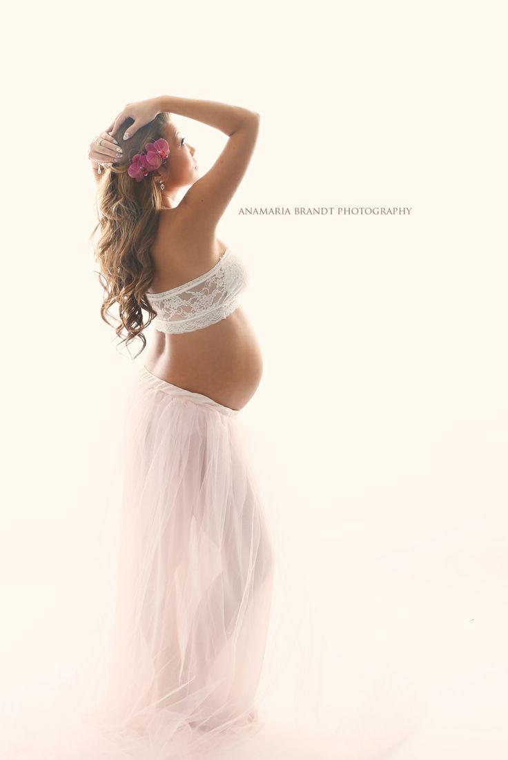 Maternity work by Ana Brandt