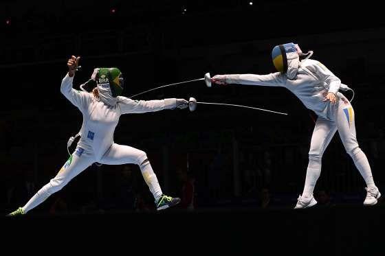Jeux Olympiques Rio Août 2016, Le Brésil (à gauche) contre l'Ukraine lors (à droite) des qualifications féminines en escrime.