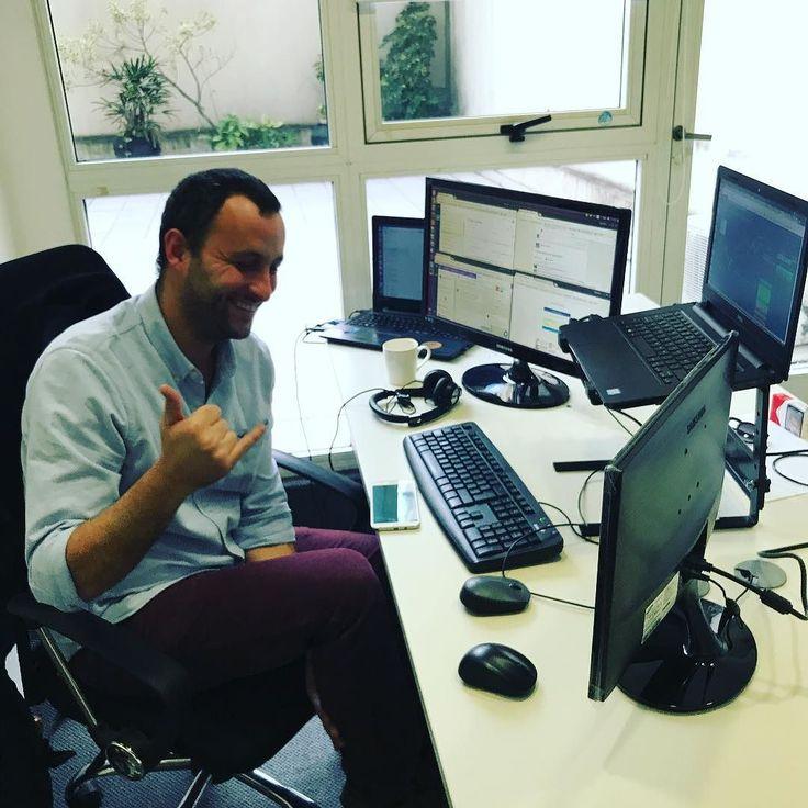 Necesitas un monitor más? Bruno dirigiendo el equipo de soporte de @ripioapp #bitcoin