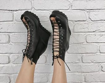"""VERKOOP nieuwe collectie SS/17 zwart echt leder Sexy wiggen unieke zomer sandalen / extravagante """"Must Have"""" All seasons schoenen door Aakasha A2"""