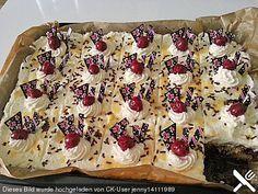 Kirsch - Eierlikör - Blechkuchen mit Schmand - Sahne