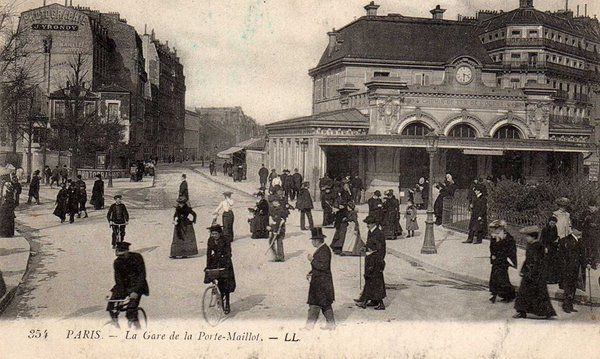 Heure de pointe à la station Porte Maillot en 1900