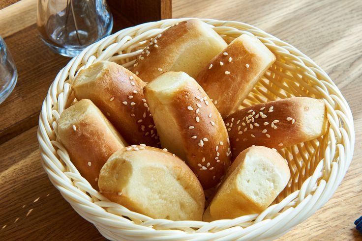 """Свежеиспечённые панини на завтрак в ресторане """"Винный дом"""""""