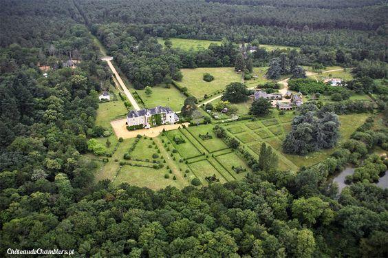 Jolie vue du Château de Chambiers...   Vous n'avez plus qu'à apprécier =)