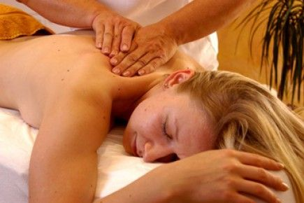 Spa Break for 2, Oxford- Escape to Oxford and the stunning Oxfordshire Golf and Spa Hotel.  This spa break for 2 people is valid from Sunday through to Friday and includes one night's stay, dinner and bed and breakfast, a spa treatment each and full use of the luxury spa facilities. http://www.ineedpampering.com/short-breaks/boutique-hotel-breaks/escape-couples-spa-break-oxford.html