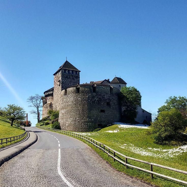 Schloss Vaduz  #Vaduz #liechtenstein #liechtenstein2017 #allaroundtheworld #all_pixs #travel #trip #instalike #instagood #instatravel #instatrip #followforfollow #likesforlikes #photo #photooftheday #picoftheday #photography #photographer #castle #schloss http://tipsrazzi.com/ipost/1505898902337970306/?code=BTmBxK1gWCC