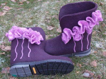 """Обувь ручной работы. Валенки для улицы """"Сиреневые цветы""""."""