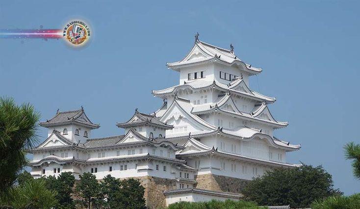 Colisão de drone no castelo de Himeji
