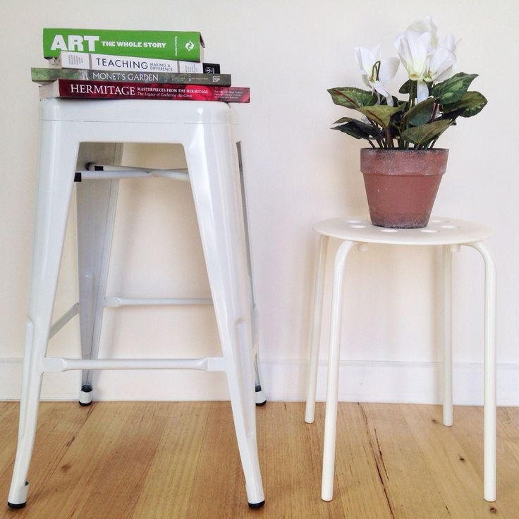 Kutu Ev loves cool stools! We have chosen white tolix stools for our new handmade dining table ---> caters for 9 people.