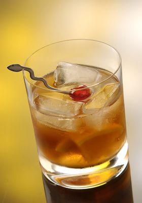 Recette du cocktail Manhattan au whisky 5 cl de Rye Whiskey 2 cl de Vermouth doux 1 trait(s) de Angostura bitters