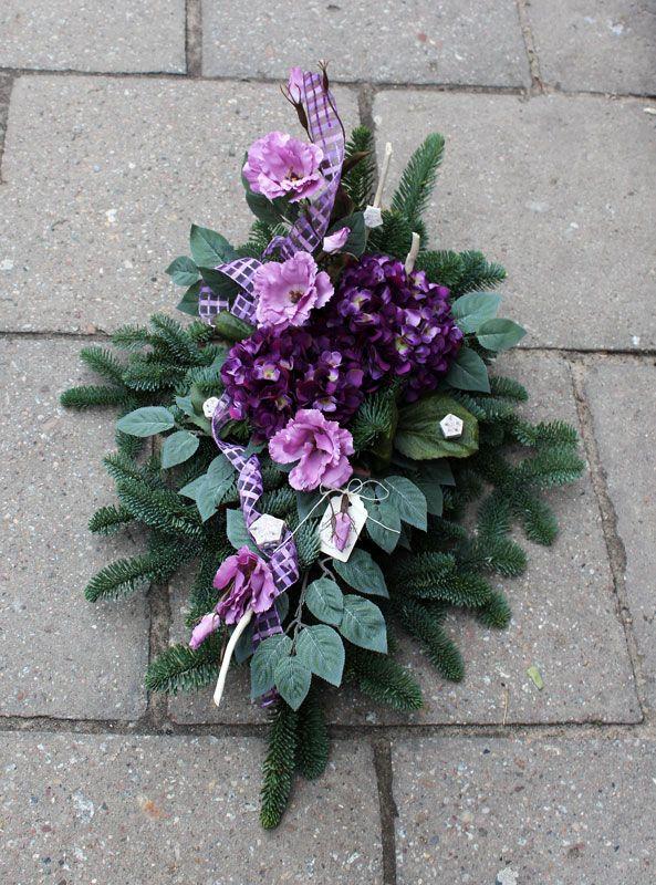 Wiązanka nagrobna; żywa jodła, sztuczne kwiaty, dodatki